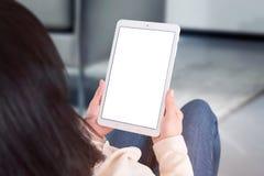 Планшет пользы женщины с изолированным, пустым, белым экраном для добавляет дизайн приложения или вебсайта стоковое фото