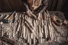 Плотник в мастерской стоковое изображение