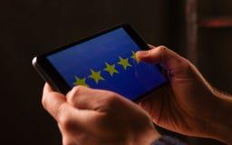 пятизвездочные оценка или обзор в исследовании удолетворения потребностей клиента обзора, списка избирателей, вопросника или стоковые изображения