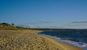 Пустой пляж с желтыми песками стоковое фото rf