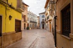 Пустой старый взгляд в каналах, Испания улицы городка стоковая фотография