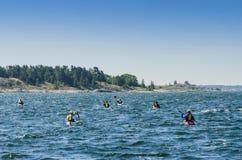 Путешествовать архипелаг Швеция Gryt kayakers стоковое фото
