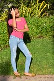Предназначенная для подростков девушка и потеря памяти стоковые фотографии rf
