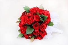 Предпосылка изолированная красной розой черная стоковые изображения