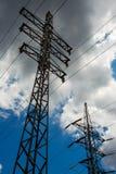 Предпосылка неба башни высоковольтного столба высоковольтная Электричество главная энергия мира стоковое изображение rf