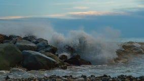 Прибой моря на береговой линии стоковое фото