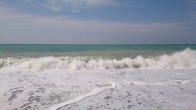 Прибой моря на пляже стоковое фото