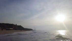 Прибой на береговой линии mediterrian пляжа песка стоковая фотография rf