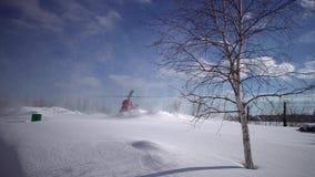 Приземляясь вертолет MI-2 на покрытом снег вертодроме акции видеоматериалы