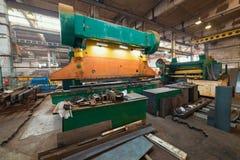 принципиальная схема промышленная Токарный станок на строительной площадке внутри изготовляя плиты стоковые фото