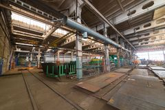 принципиальная схема промышленная Обзор на строительной площадке внутри изготовляя плиты Много промышленные детали стоковые изображения