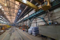 принципиальная схема промышленная Обзор на строительной площадке внутри изготовляя плиты подниматься кранов стоковые фото
