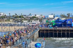 Пристань Санта-Моника и колесо Ferris стоковое фото rf