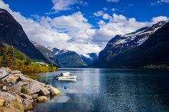 Природа Норвегия озера Lovatnet красивая стоковое фото