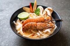 пряная лапша рамэнов udon креветок (Том Yum Goong стоковое изображение