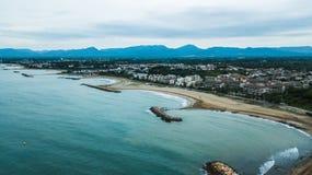 Провинция Cambrils пляжа Dorada Косты Таррагоны, Каталонии Назначение перемещения в Испании Вид с воздуха в утре стоковое фото rf