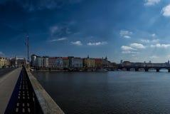 Прогулка через улицы и видимости Праги Исторические здания и культурные памятники стоковые фото