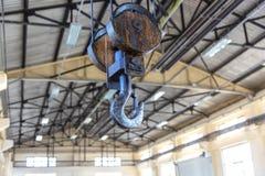 Промышленное оборудование крюка крана металла стоковые фото