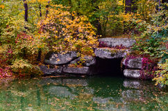 Підземна річка. Grotto in the underground river the golden autumn Royalty Free Stock Photos