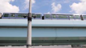 Поезд двигая в город