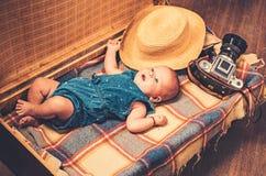 позволяет для того чтобы пойти с мной Счастье детства E Путешествовать и приключение Сладостное маленькое стоковые фото
