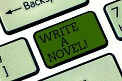 Показ знака текста пишет роман Схематическое фото творческо пишущ, что некоторая небылица литературы стала клавиатурой автора стоковые изображения