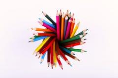 Покрашенные карандаши, школьные принадлежности для рисовать, картина, космос экземпляра стоковое изображение