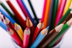 Покрашенные карандаши, школьные принадлежности для рисовать, картина, космос экземпляра стоковое изображение rf