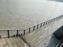 Полная вода Рекы Huangpu стоковые фото