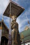 Положение попечителя виска на входе к Wat Ming Muang стоковые фотографии rf
