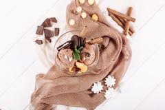 Положение десерта печенья мороженого шоколада верхнее плоское стоковое изображение rf