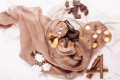 Положение шара десерта печенья мороженого шоколада плоское стоковое фото rf