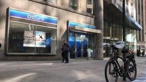 Положение розницы Citibank в NYC сток-видео