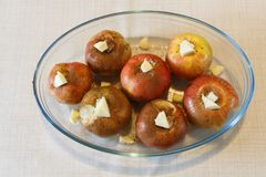 Подготовка испеченных яблок стоковое изображение rf