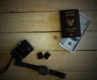 Подготовьте паспорта на столе стоковые фотографии rf