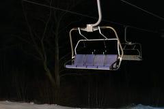 Подъем лыжи вечером, никто, пустой фронт стоковое фото