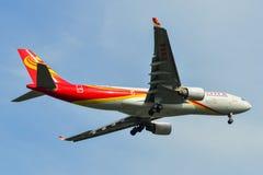 Посадка самолета пассажира в аэропорте Бангкока стоковая фотография