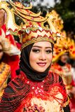 Портрет девушки с костюмом фантазии на западном фестивале народных искусств Ява стоковая фотография