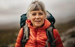 Портрет старшего женского hiker стоковые изображения rf
