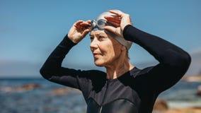 Портрет старшего пловца женщины стоковое изображение