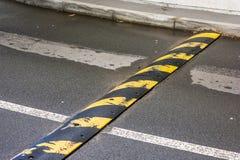 Порог скорости над проезжей частью стоковая фотография rf