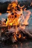 по мере того как предпосылка красивейшая используемая ноча пламени пожара чонсервной банкы стоковые изображения rf