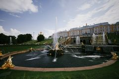 "ПÐ?Ñ-'Ð?рР³ Ð ¾ Ñ "", Ñ-""Ð ¾ Ð ½ Ñ 'аР½ Ñ  аР¼ Ñ  Ð ¾ Ð ½, peterhof, Samson Fountain, Stockfotografie"