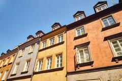 Ðœiew снизу на housess в старых таунхаусах в Варшаве Стоковые Изображения