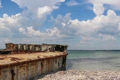 Оld statek, wyrzucać na brzeg morze Azov Zdjęcia Royalty Free