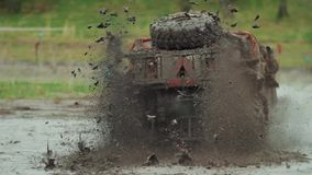Ð ¡ AR περνά από τη λάσπη απόθεμα βίντεο