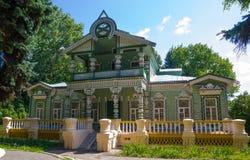 Ð ¡ arved blokhuis van de eigenaar van een zaagmolen, een museum in Penza, Rusland stock foto's