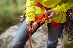 Ð-¡ geschmeidig, einen Knoten mit acht Seilen machend Lizenzfreies Stockbild