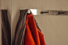 Ð-¡ havre som hänger på hängaren arkivfoton
