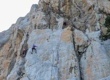 Ð-¡ Limbers klettern oben die Klippe Stockbild